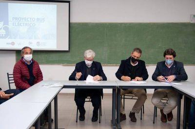 En La Plata la universidad pública convertirá colectivos urbanos en micros a propulsión eléctrica