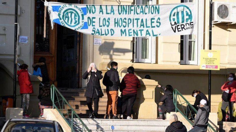 Las pacientes del hospital Moyano sólo quieren hacer una llamada