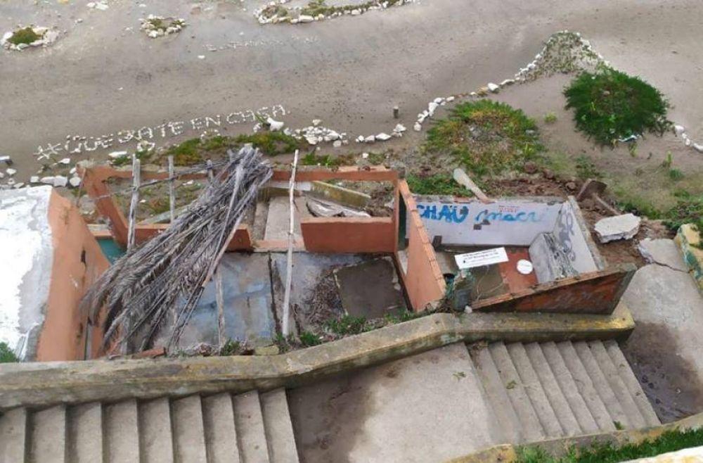 Los vecinos de Acantilados reclaman medidas por los derrumbes en los accesos públicos