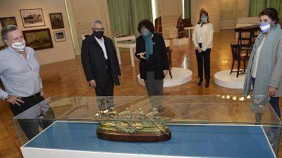 Julio Zamora recorrió la muestra sobre los clubes del remo que exhibe, de forma virtual, el Museo de Arte