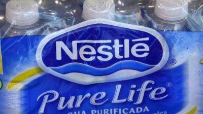 Nestlé puede vender sus marcas de agua embotellada en Estados Unidos y Canadá