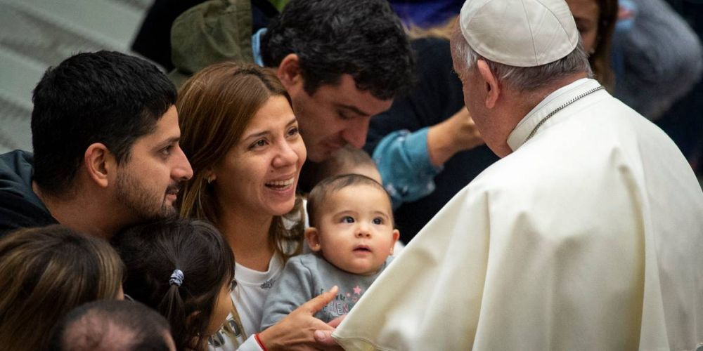 El Papa lanza renovada catequesis contra teoría gender, valorando mujeres-catequistas