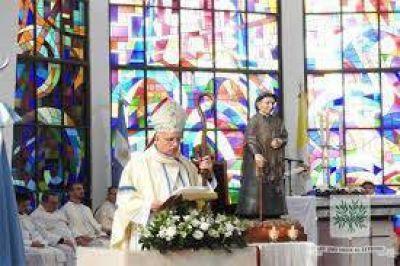 Celebran el aniversario de la consagración de la catedral castrense y del obispo Olivera