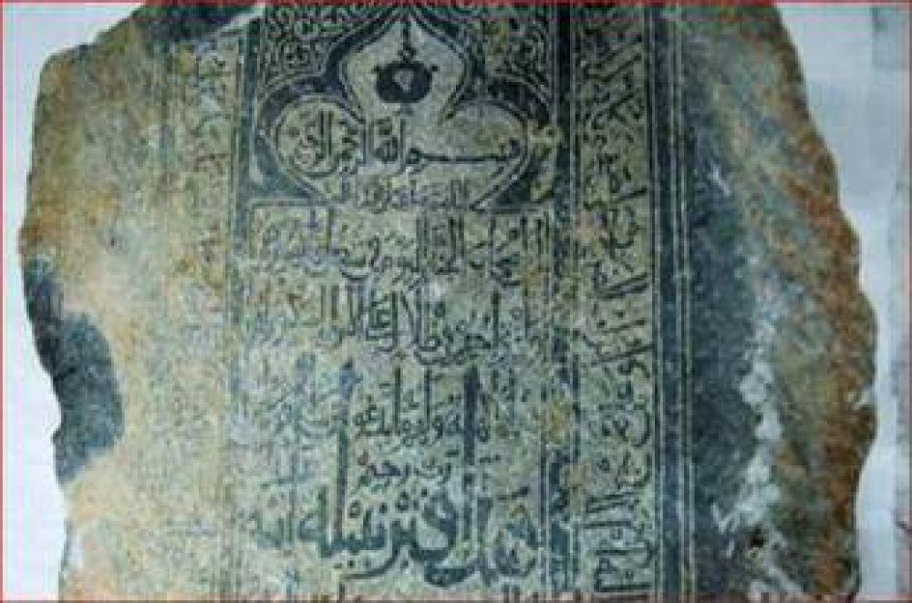 Hallan en Arabia Saudita tabletas de piedra del Corán que datan del siglo 13