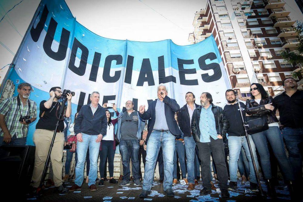 Judiciales realizan un paro nacional contra el pago del aguinaldo en cuotas