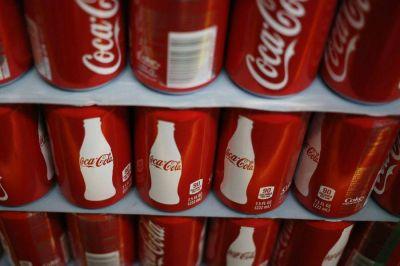Coca Cola se suma a firmas que ponen en pausa publicidad en redes sociales