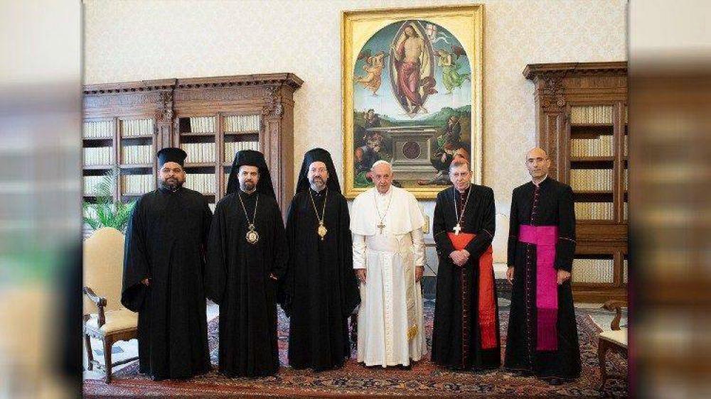 El Papa saluda a Bartolomé I en la solemnidad de San Pedro y Pablo