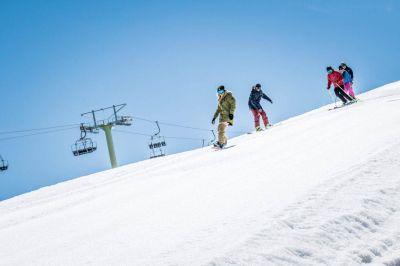 Otorgan ayuda económica de $10.000 a trabajadores del sector turismo de invierno
