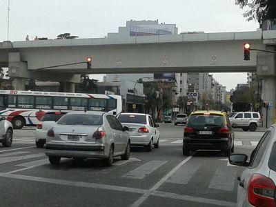 Circularon 33 mil vehículos por las autopistas porteñas, 19 por ciento menos que el lunes pasado