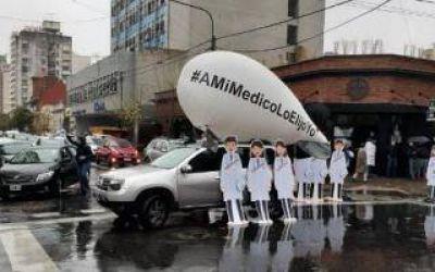 Conflicto con IOMA: Médicos marcharon en caravana contra una denuncia y eventuales reformas