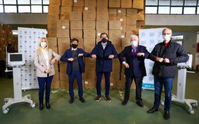 Kicillof entregó 30 respiradores a Garro para enfrentar la pandemia en La Plata