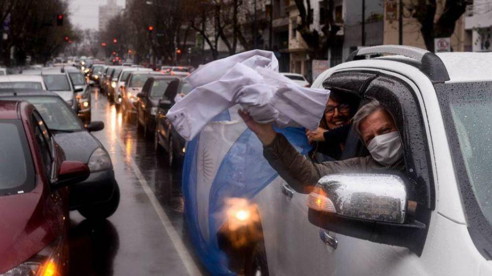 Médicos de La Plata rompen la cuarentena y marchan en rechazo a una denuncia por defraudación millonaria