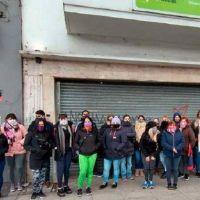 """Trabajadores de hotel reclaman por falta de haberes: """"Somos 93 familias sin nada"""""""