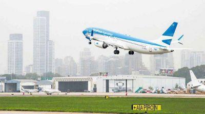 Aerolíneas anticipó a su personal que solo pagará el 50% de los sueldos de junio