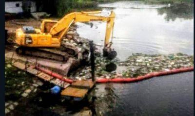Ceamse continúa con la recolección de residuos flotantes del Río Reconquista