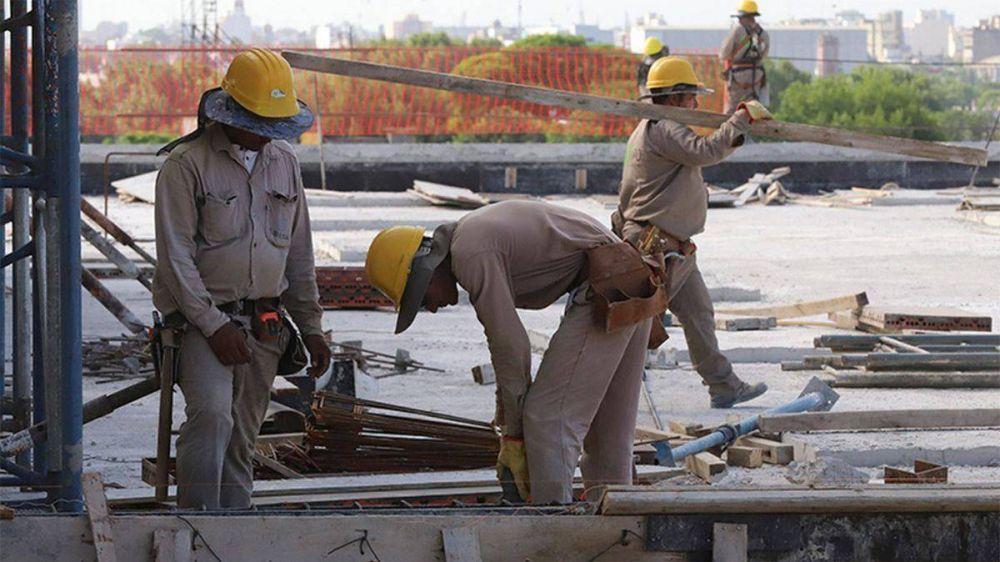 Es oficial: Se extienden suspensiones con recorte salarial en la construcción