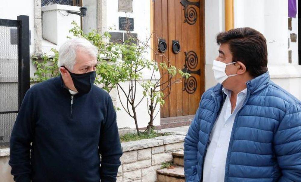 Tras el duro comunicado por los barrios populares, Espinoza asumió nuevos compromisos con el obispo García