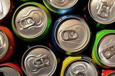 El efecto de la publicidad de bebidas azucaradas y refrescos en la obesidad infantil