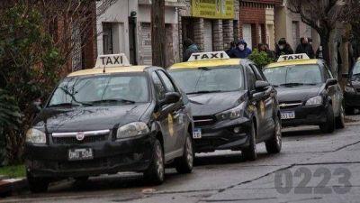 Por el paro de colectivos, taxistas tienen más trabajo pero reconocen que la actividad bajó un 70%