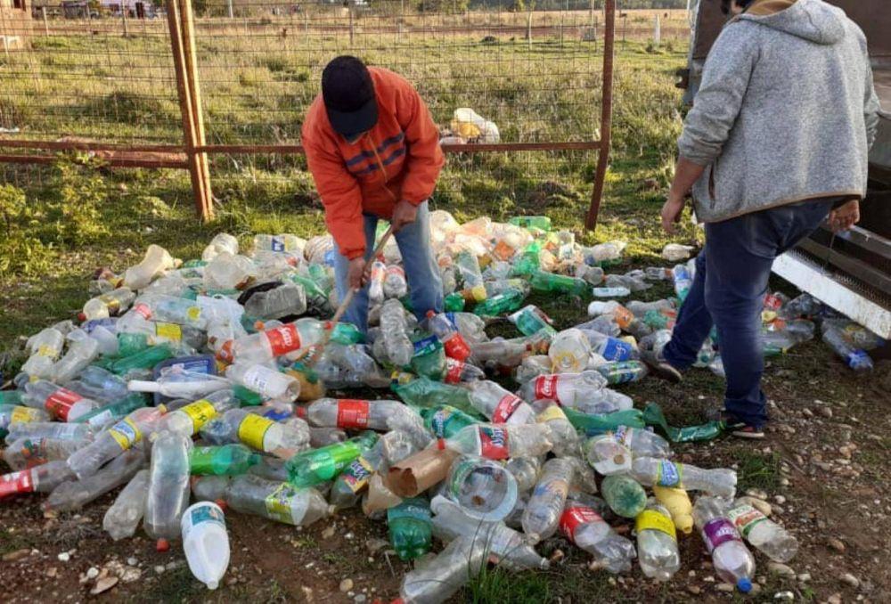 Arrancó la campaña de reciclado con el objetivo de hacer ladrillos ecológicos