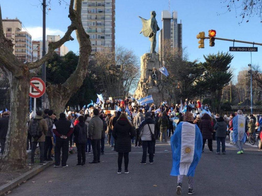 Banderazo de protesta en el centro marplatense