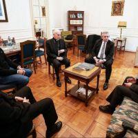 Fernández, que es Alberto, conciliador en las benditas controversias