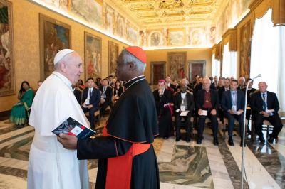 """Cardenal Turkson reconoce retos inherentes al considerar las """"secuelas"""" de COVID-19"""