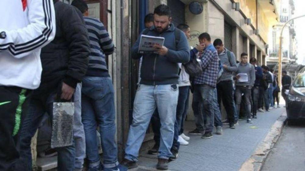 Estiman que la crisis recién asoma y el desempleo crecerá hasta fin de año sin frenos