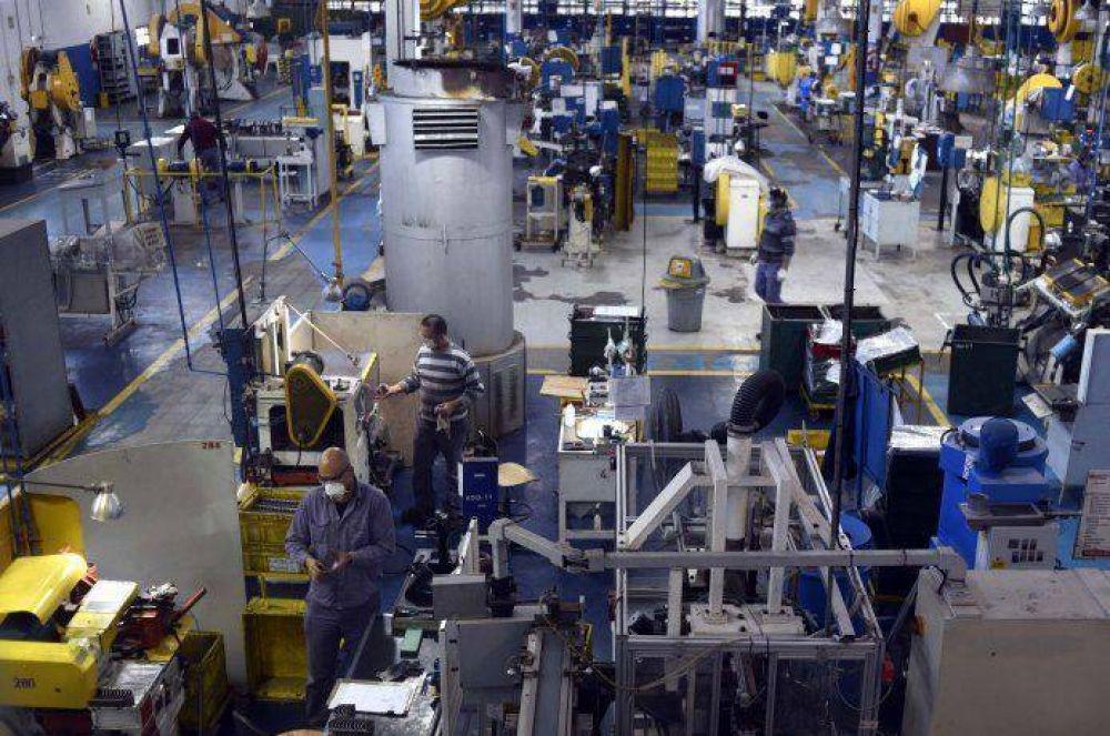 Industria: uso de capacidad instalada mejoró desde mínimo de abril pero se mantuvo por debajo del 50%