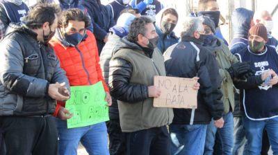 Tregua en la guerra del langositino: gremio y empresarios negociarán con los barcos pescando