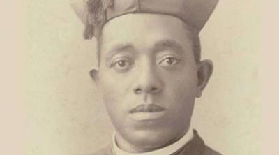 Peregrinan contra el racismo a la tumba del primer sacerdote afro