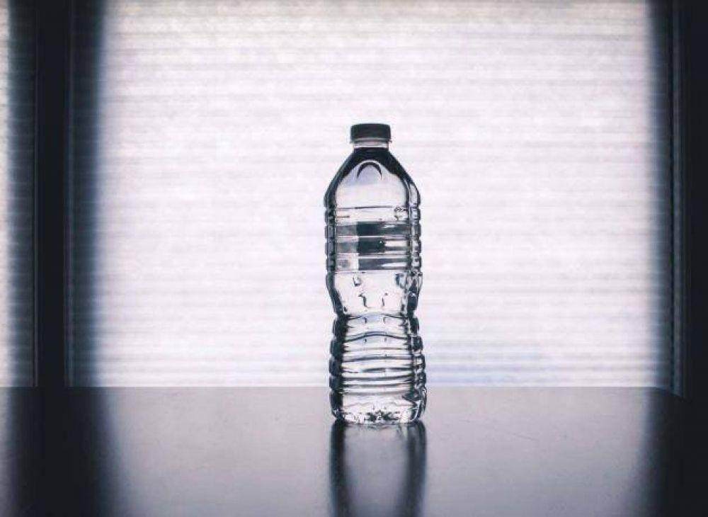 Agua embotellada, la mentira más grande y costosa en el mundo