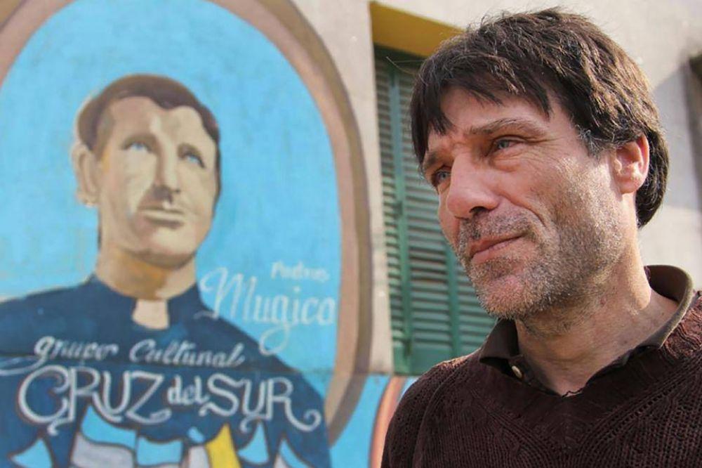 El cura Paco Olveira, indignado con Elisa Carrió