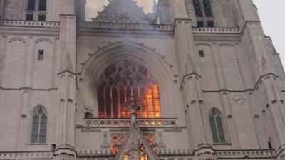 Investigan si fue intencional un incendio en la catedral de Nantes