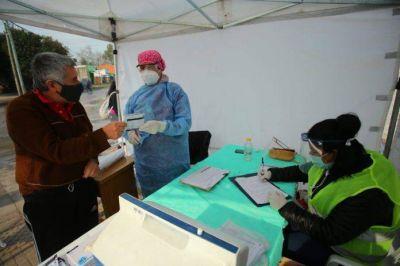 Echeverría: operativo de vacunación antigripal para adultos mayores
