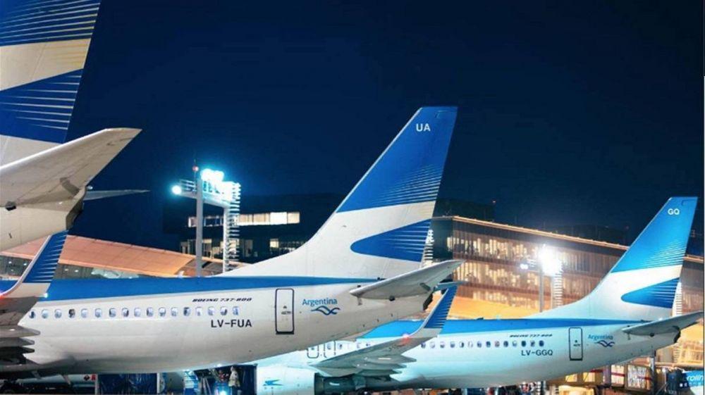 Aerolíneas busca extender las suspensiones y Aeronavegantes advierte que no aceptará reducciones salariales