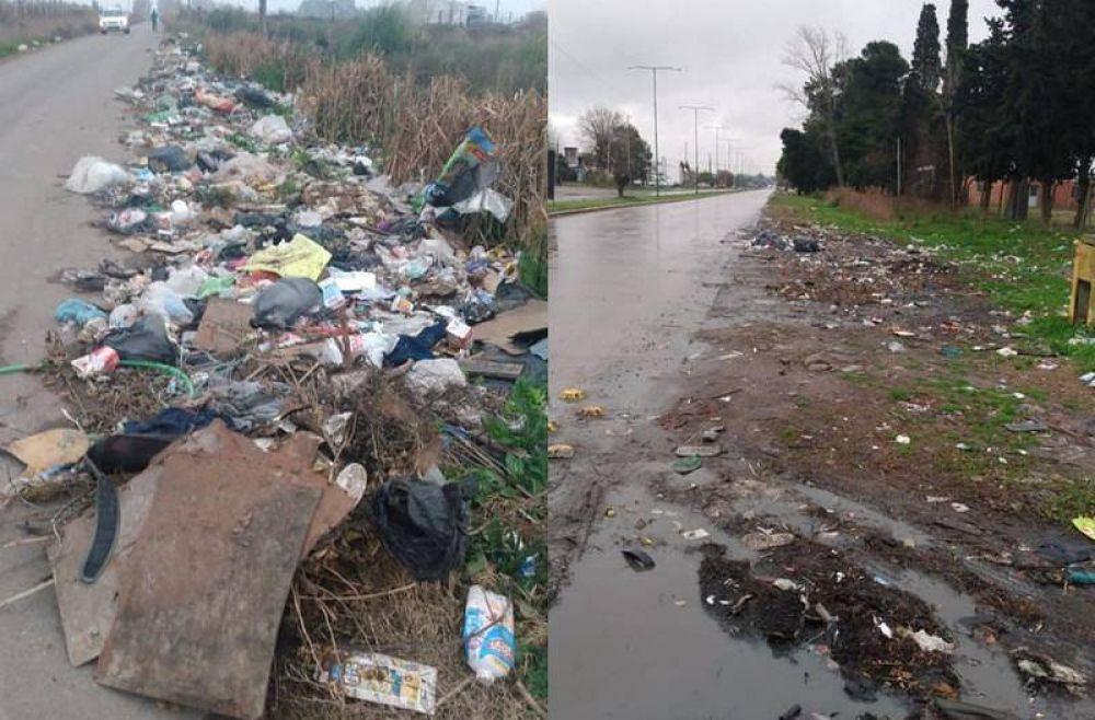 """Barrio Aeropuerto desbordado por la basura: vecinos incendian los contenedores para """"hacer lugar"""""""