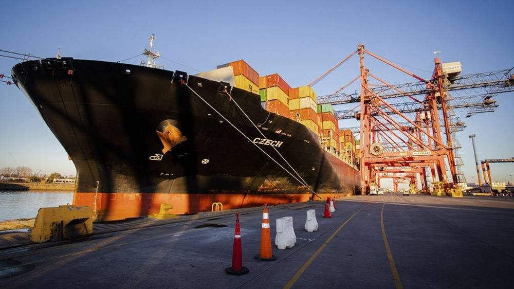 El lunes llega otro barco desde China con insumos médicos para la provincia de Buenos Aires