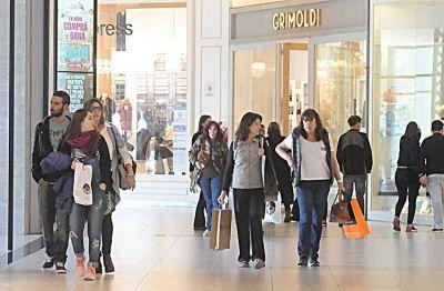 Evaluarán abrir shoppings y extender el horario de la gastronomía
