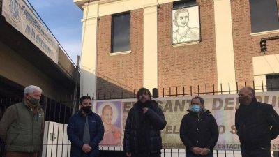 Inauguración con distanciamiento: Alejandro Marmo donó una escultura de Evita a la obra del Padre Pepe