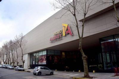 Montenegro habilitó la apertura de shoppings y la atención nocturna en la gastronomía
