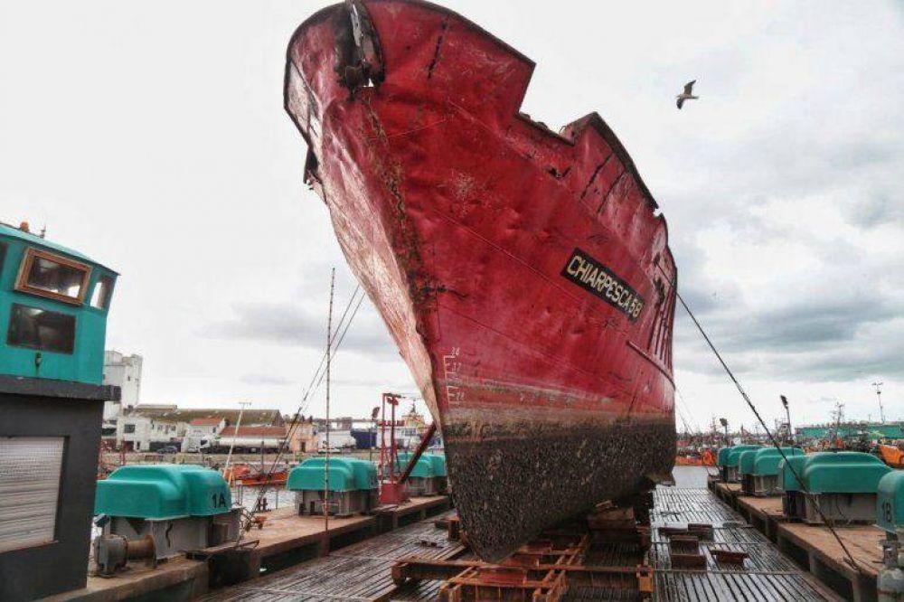 Se puso en marcha el plan de desguace de buques inactivos en el Puerto