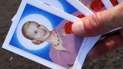 Eva Perón, la dirigente política, ¿que podría ser santa?