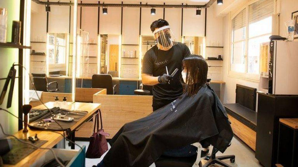 Con turno previo, tapabocas, un servicio a la vez y sin revistas ni café: así reabrirán hoy las peluquerías en la Ciudad