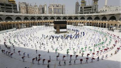 Limitada a un millar de fieles empezó la peregrinación a La Meca
