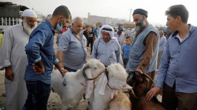 Musulmanes celebran la Fiesta del Sacrificio, oscurecida por el Covid