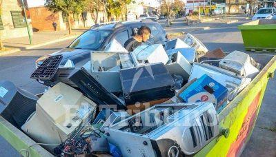 Por la crisis, recuperadores y cartoneros se disputan la basura