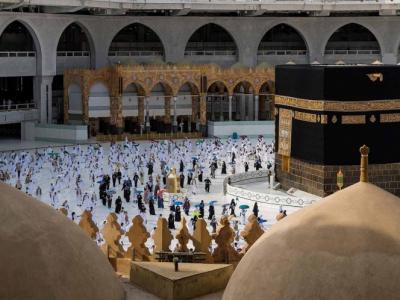 Los musulmanes concluyen la peregrinación a La Meca más atípica de su historia