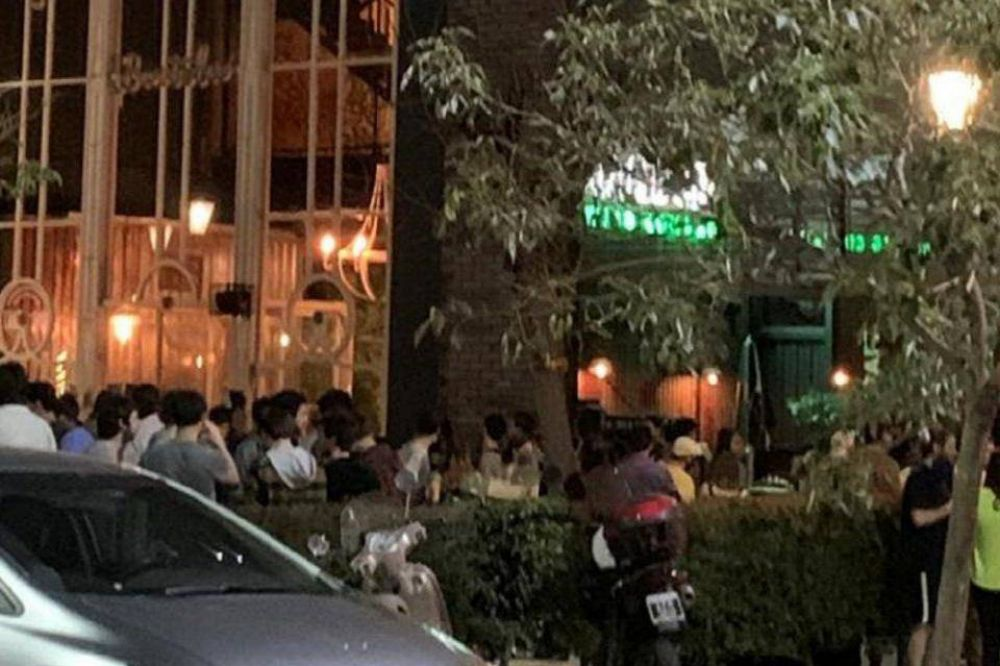 Coronavirus: alarma en la ciudad por las reuniones en bares