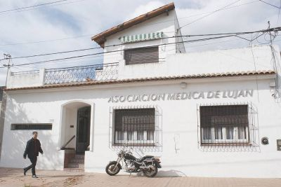 Médicos cobran honorario extra por conflicto con obras sociales